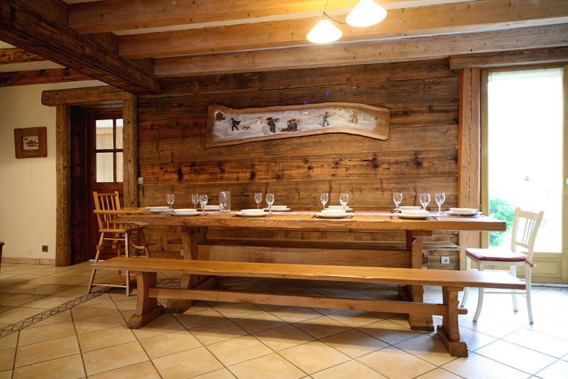 Location grand chalet traditionnel verchaix samoens for Salle a manger monastere